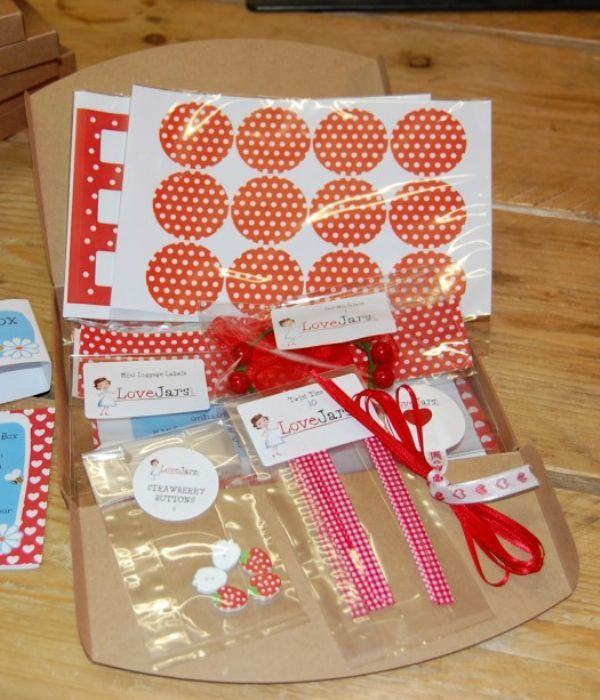 Red Spot Dressing Up Box 2